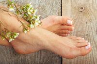 Unbekleidete Füße