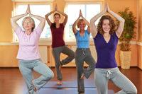 Yoga-Übung, vier Frauen