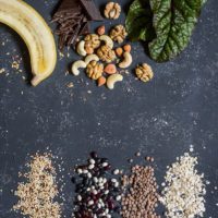 Nüsse, Samen, Banane, Mangoldblatt