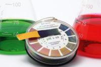 pH-Indikator, grüne und rote Flüssigkeit