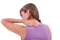 Frauenrücken, Hand auf Schulter