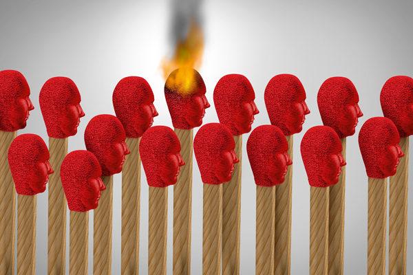 Streichhölzer, eines brennend