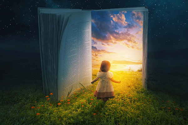 Kind vor aufgeschlagenem Buch, Licht