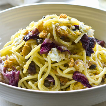 Kurkuma-Spaghettini mit Radicchio