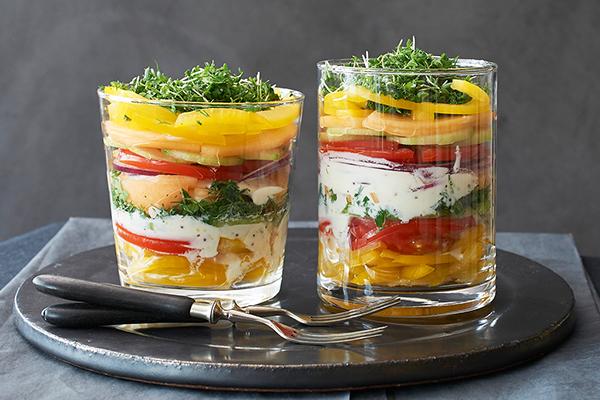 Schichtsalat mit Melone im Glas